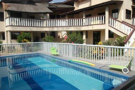 Spaziosa casa con accesso piscina