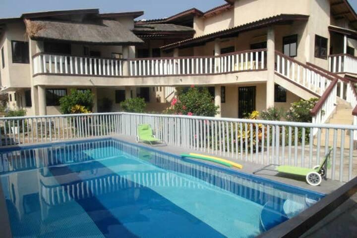 Hus Med tilgang til bassenget
