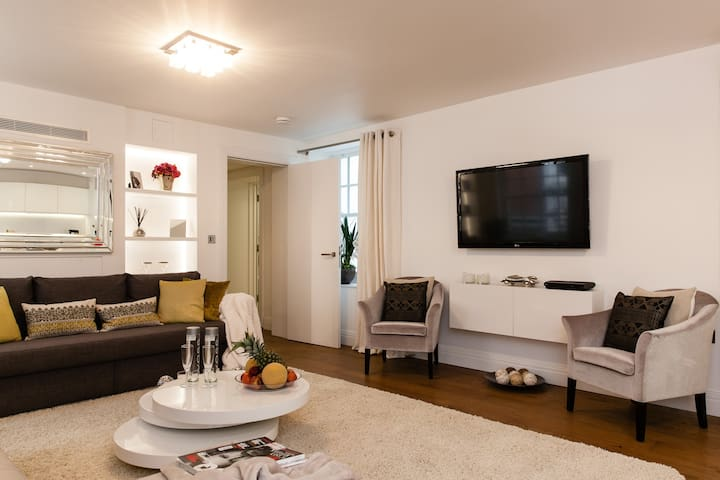LUXURY! 2BEDR/3 BEDS/2BATH COVENT GARD 3min subway