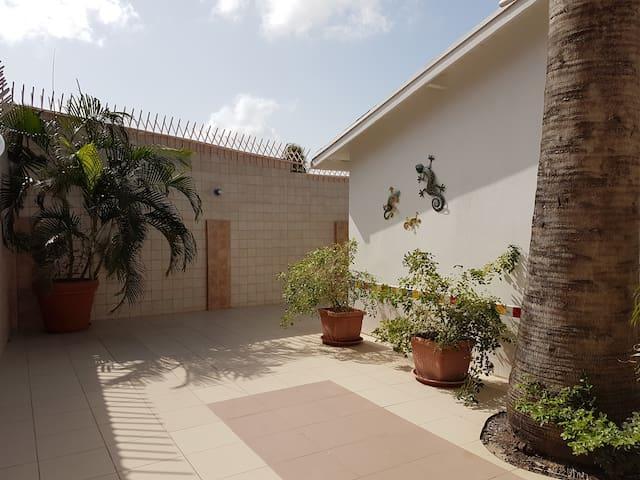 Kamerlingh Villa - Private Room 3-B