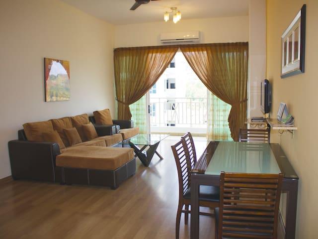 Le 2 Bedroom Apartment @ Tower B, 1 Borneo