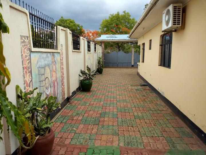 Travel Africa: Homely B&B with clean & comfy rooms