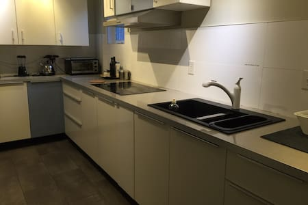 5 Minutes walk to subway, Great location / 39-B - Toronto