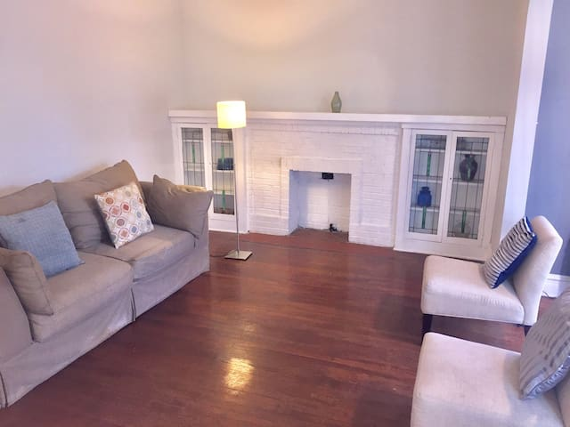 Bright and Large 3 bedroom close Red Line Train - Chicago - Apto. en complejo residencial