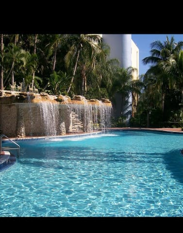 Airport and Mall close location with FREE PARKING - Miami - Apartament