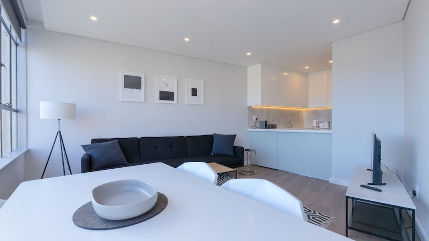 2 Bedroom Modern Table Mountain Apartment
