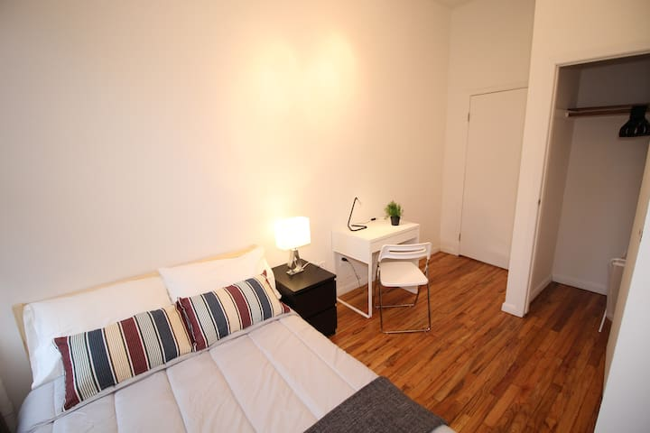 Spacious private room in 10 MINS to Manhattan
