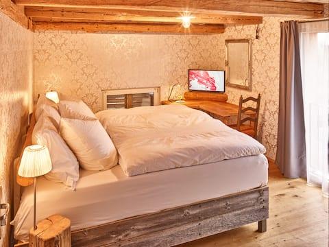 Premium bnb, luxury boxspring bed