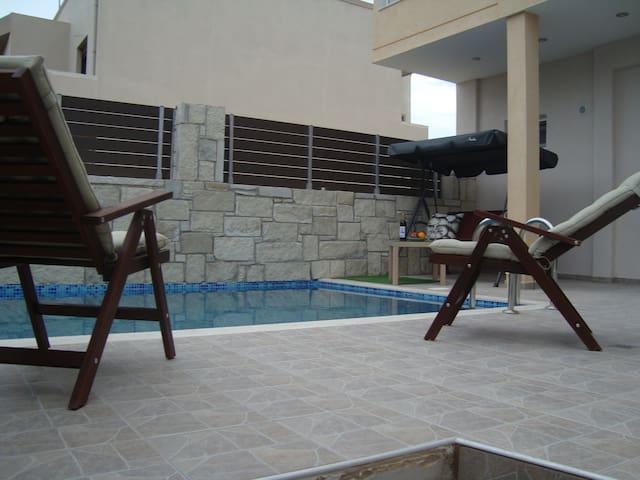 Theeporto2,maisonette with pool,sea view,Heraklion