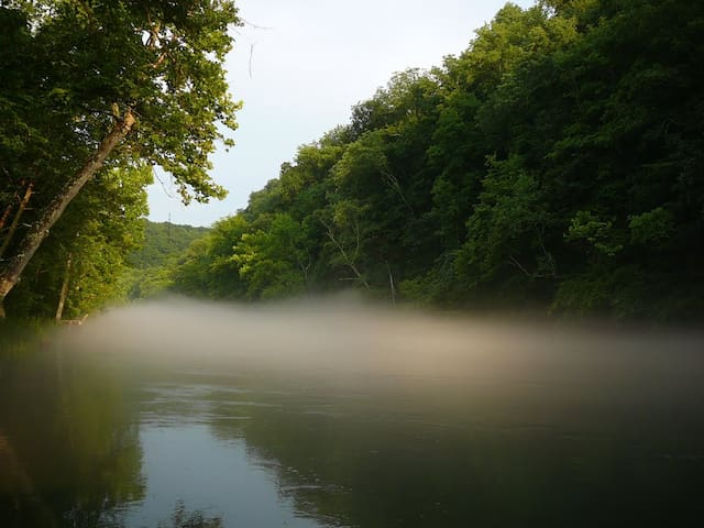 BOHO Riverside Chalet on The Obey River