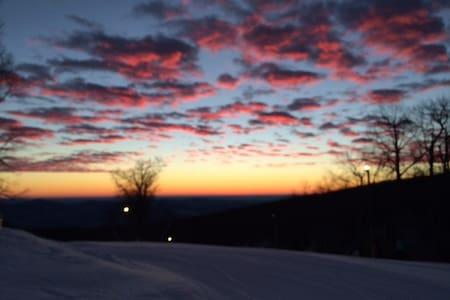 Skiing in the Blue Ridge Mtn, Wintergreen Resort - Roseland