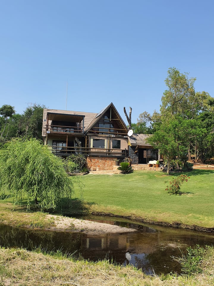 Ferns Creek - Luxury Riverfront Bushveld Home