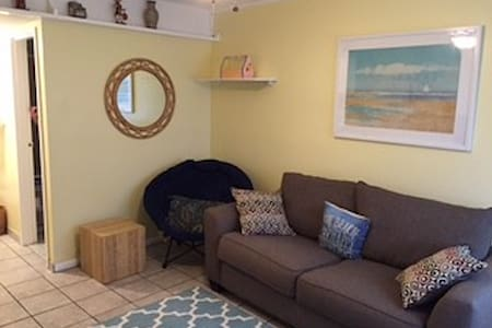 one bedroom condo - Wohnung