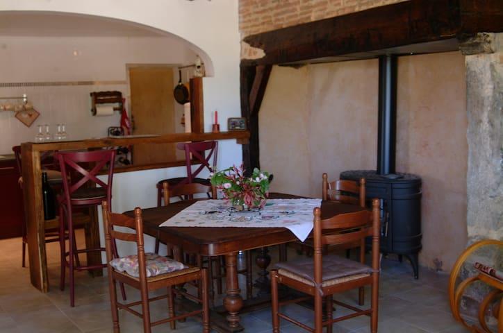 Maison ancienne rénovée en plein Gers - Cravencères - Casa