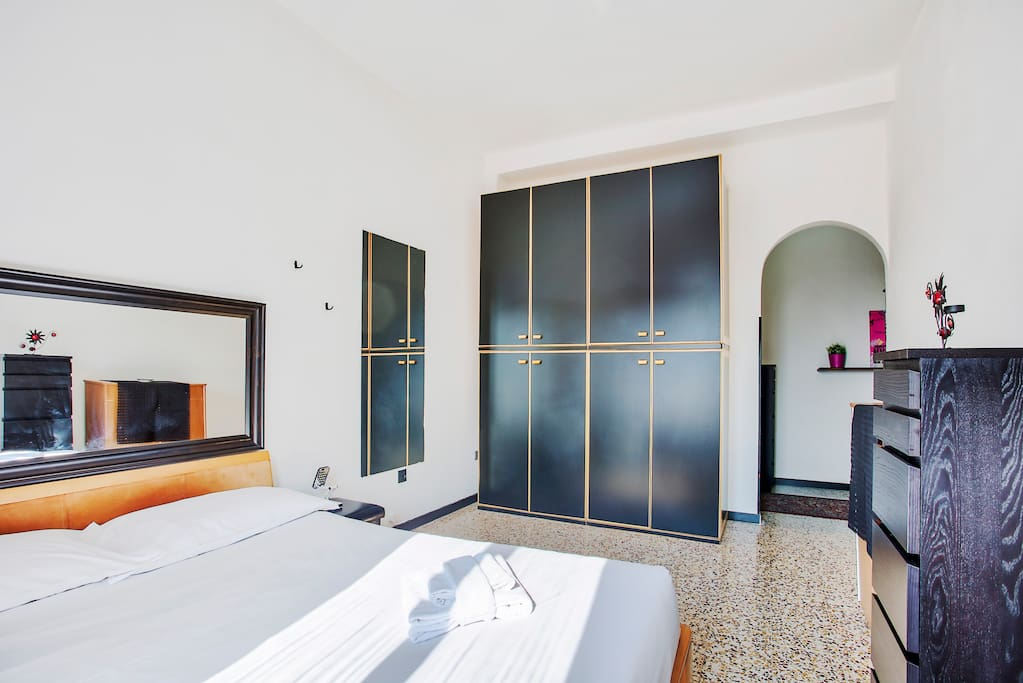 The spacious bedroom | the double bed + 1 single bed