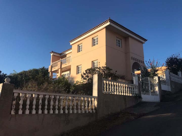 Villa Nira, house with private pool