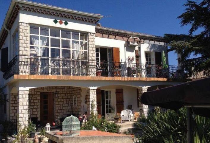 Large 1 bedroom apartment 57m2 on private property