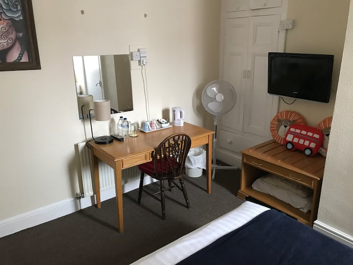 Double room with private 🚾. CV-19 safe and clean.3