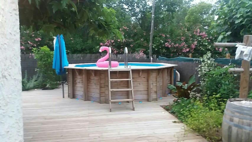 Rez de villa avec terrain + piscine proche mer