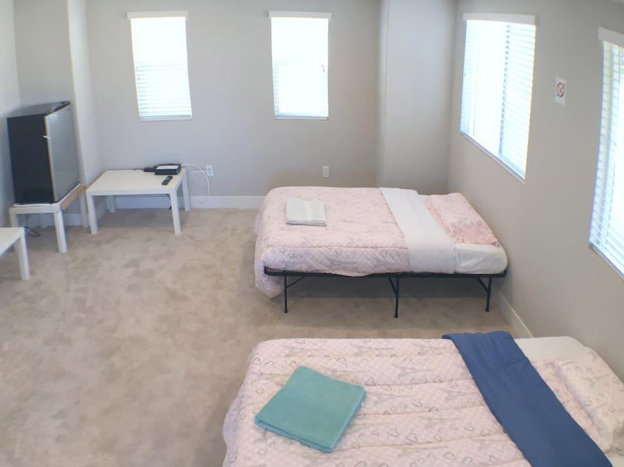 Bonus Room 1 - with 2 twin beds, 1 refrigerator & HDTV.
