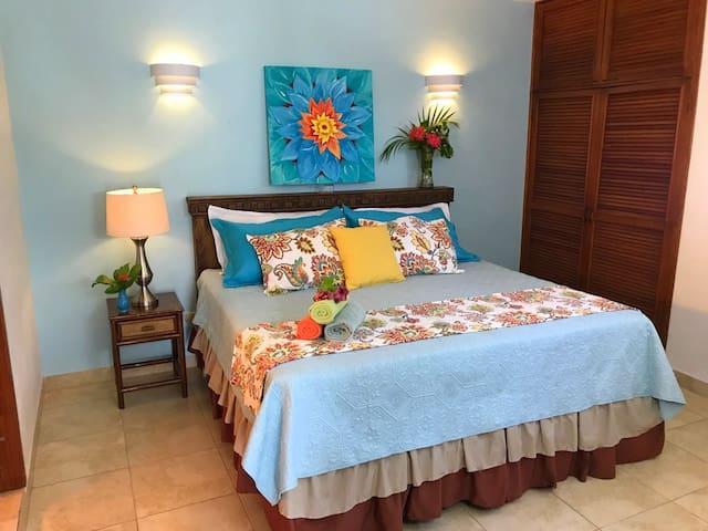 IslaMar Villas (Downstairs B)~King Bed, Pool/Patio