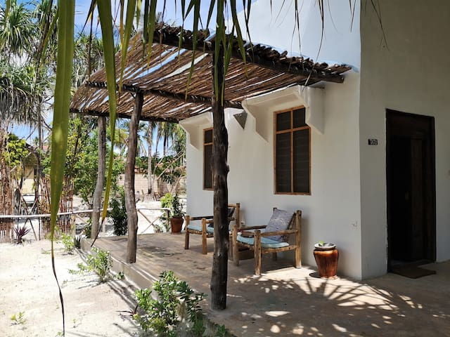 "Barefoot Zanzibar - Family Studio ""Tatu"""