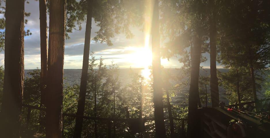 Lake Champlain Waterfront Getaway - Milton - Houten huisje