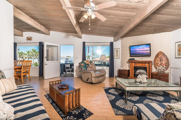 Affordable Upstairs Nautical Home Steps From the Newport Pier!