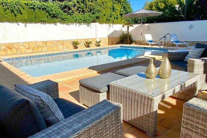 Accogliente casa vacanze a Moraira con piscina privata
