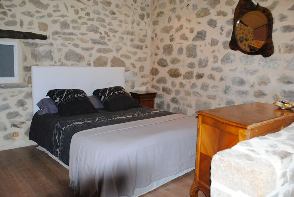 Chambre doule avec jacuzzi privatif houses for rent in for Translate chambre
