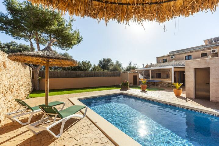 Family-friendly holiday home with pool – Casa María