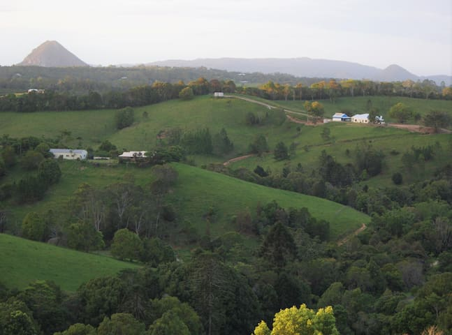 'The Quarters' - stunning Noosa Hinterland vista's