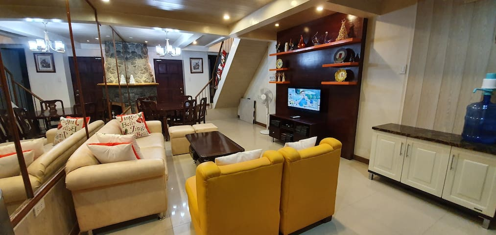 5-BR ModernTownhouse Ideal for Family of 10-15
