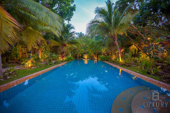 5 Bedroom Luxury Tropical Villa on Golf Course!