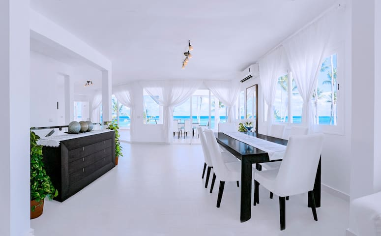 Comfortable, lush 2-level apartment. Right on the beach, FREE WI-FI, free parking. The location couldn't have been better!
