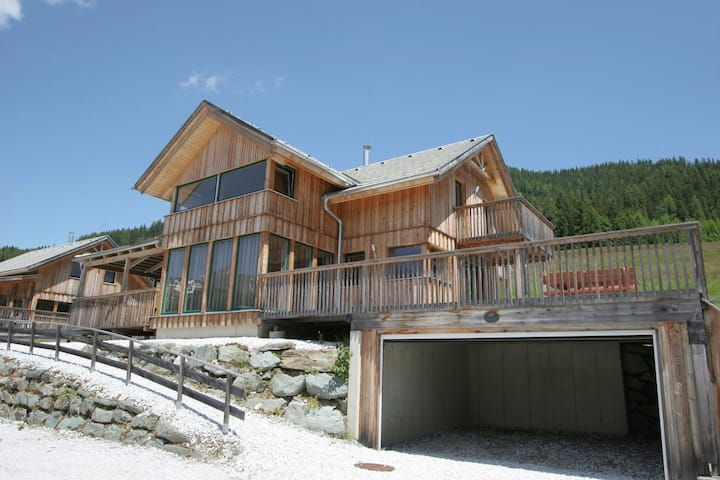Comfy Chalet in Hohentauern with Whirlpool near City Centre