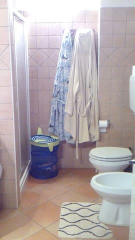 Camera accogliente a Imola - Imola - Huis