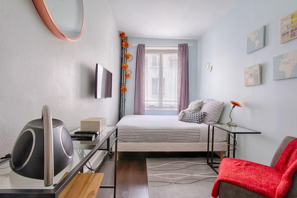 Petit love nest by grand rex apartments for rent in for Chambre de bonne paris rent