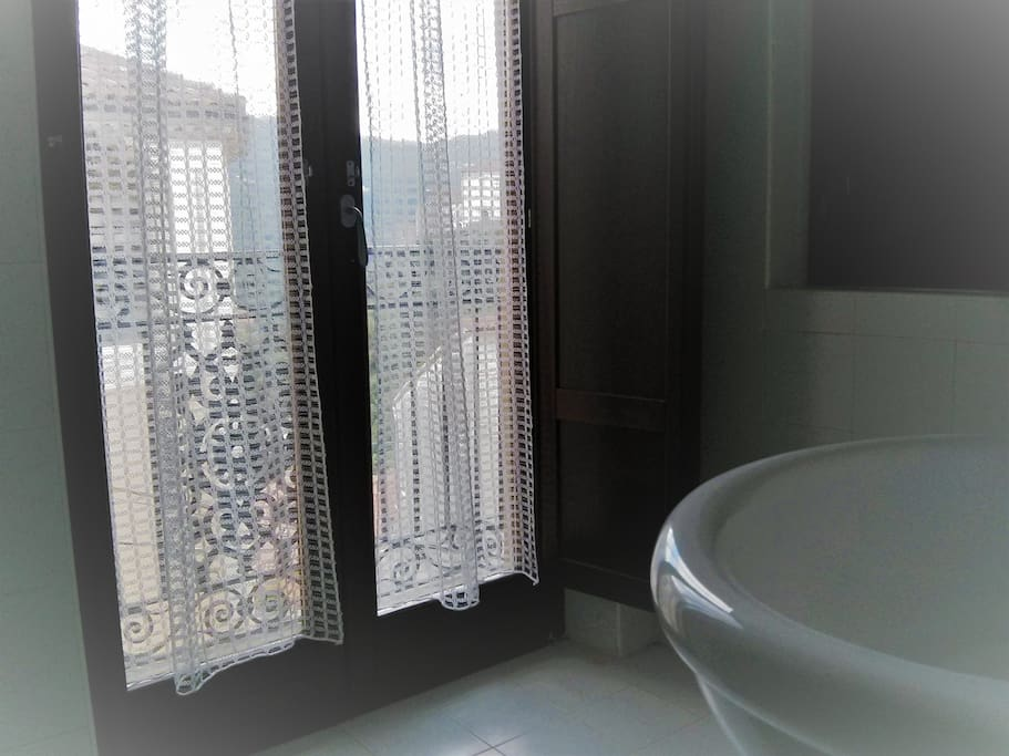 Bathroom with shower (Bagno con piatto doccia)