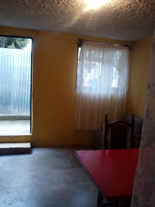 Area de cocinita y comedor