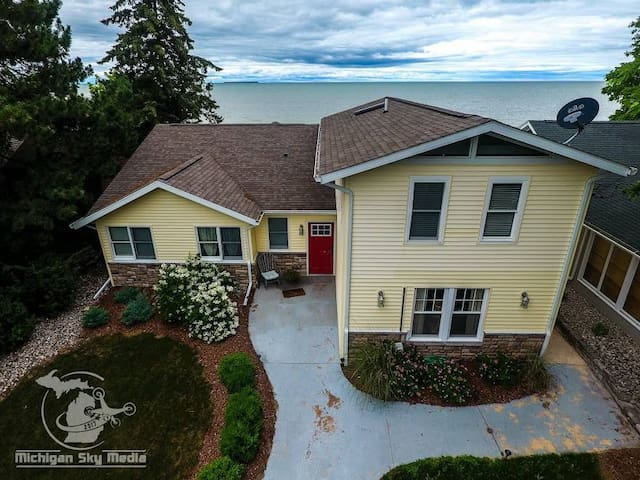Amazing N. Shore Home w/ Prime Beach,  Caseville