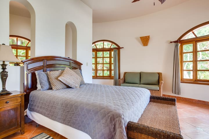 Downstairs suite 3 with queen bed, trundle bed (two twins) and private bathroom.