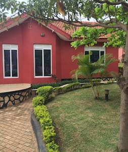 Cozy and beautiful country house - Kampala