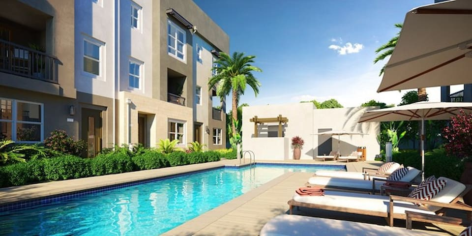 Luxury townhouse close to Disneyland and the beach