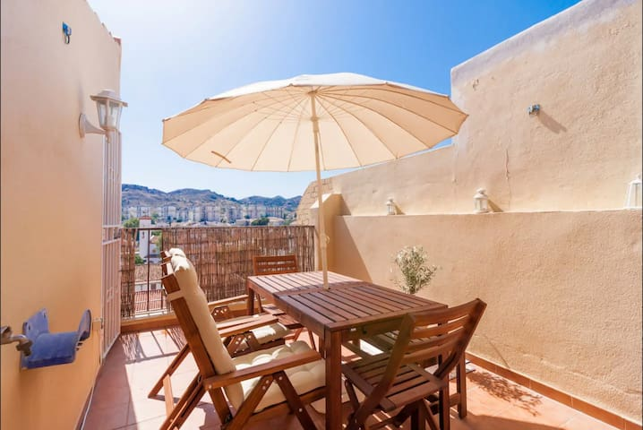 Lovely, renovated apt with private roof terrace