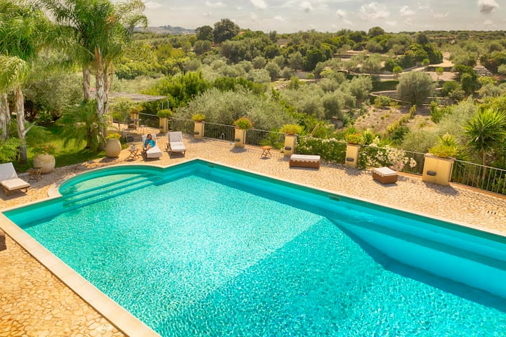 Villa Soberanu with private pool for 12/14 pp