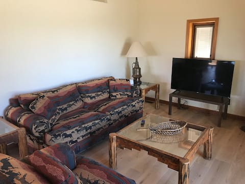 Mountainside cabin, stunning views, remodele