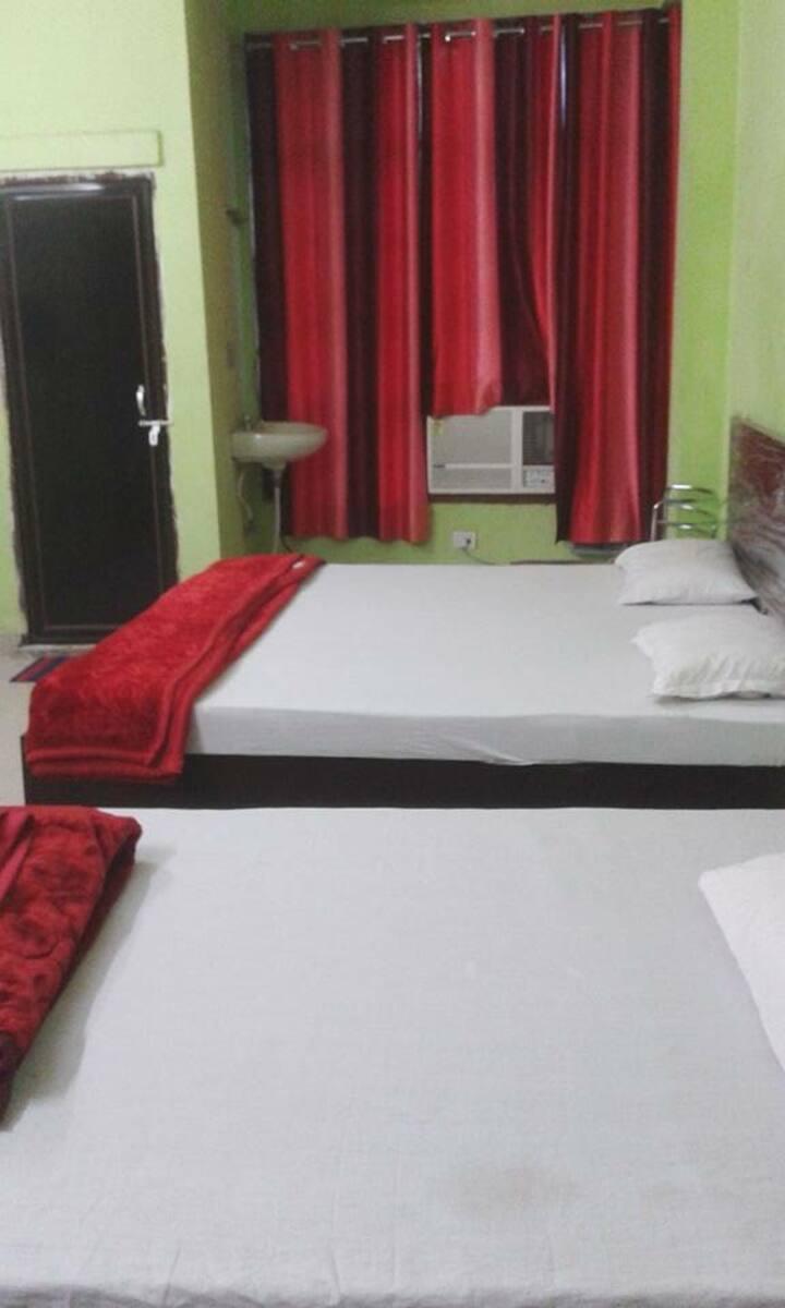 R L J Guest House Varanasi