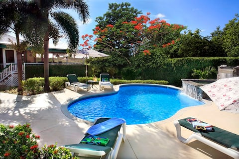 Peaceful, Spacious, Fab Pool, Near Beach air-cond!