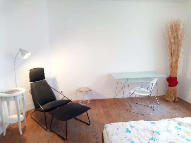 Ruhiges Zimmer in neu renovierter Wohnung
